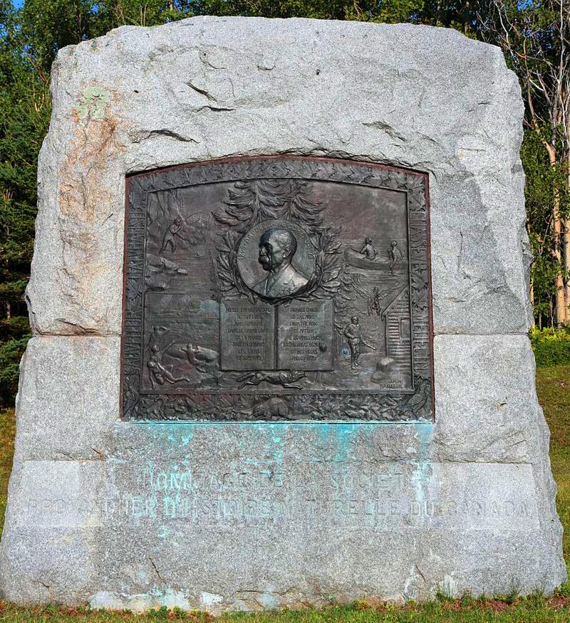 Monument Napoléon-Alexandre Comeau, 1927