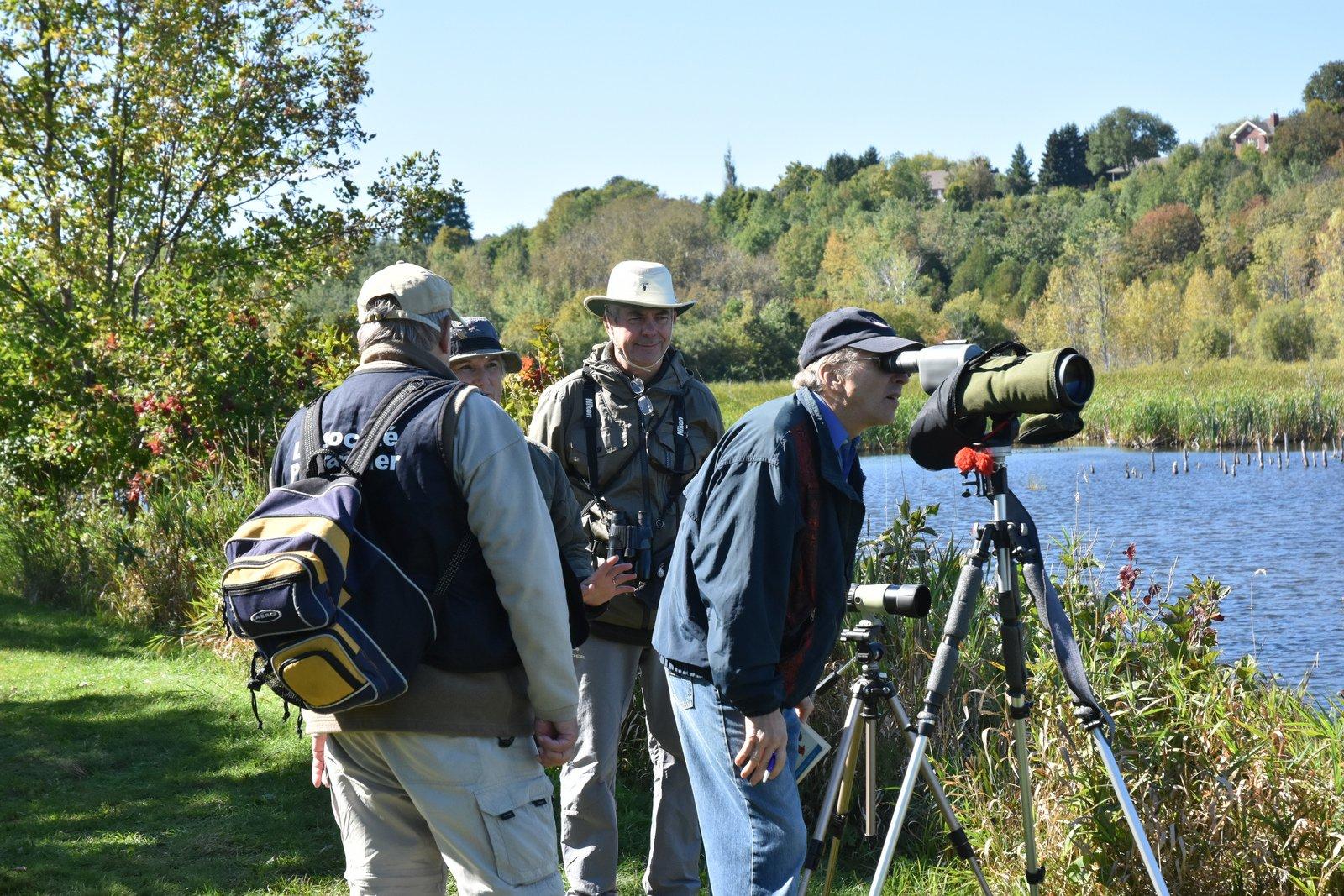 Activité d'ornithologie du 24 septembre 2016 à la Réserve naturelle du Marais-Léon-Provancher (Photo: Robert Patenaude)