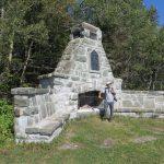 Monument commémoratif au Parc naturel et historique de l'île aux Basques au mois de septembre 2016. Photo : Réhaume Courtois.