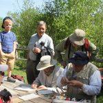 Baguage d'oiseaux avec Réginald Ouellet le 3 juin 2017 à la Réserve naturelle du Marais-Léon-Provancher (Photo: Luc Major)