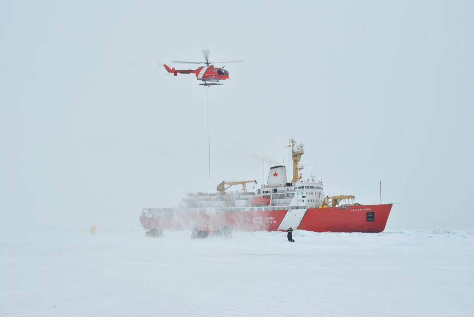 Déploiement et mobilisation pendant le travail de la glace dans le bassin du Canada (Photo: Deo F.L. Onda)