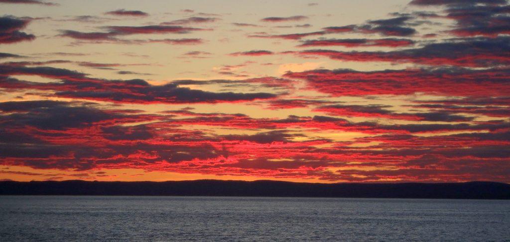 Ciel enflammé à l'Île aux Basques. Crédit photo: Jean-Luc Desgranges