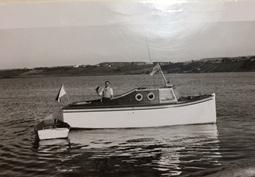 Armand Rioux sur son bateau