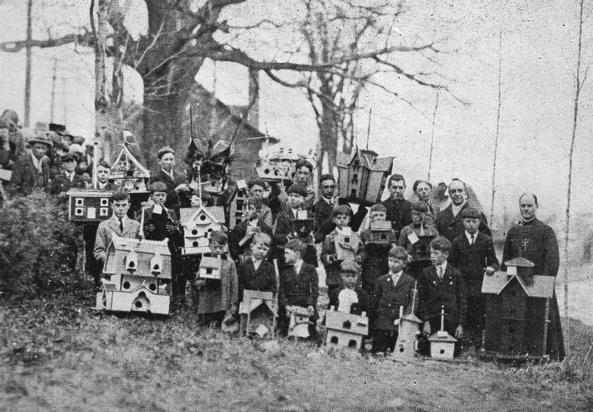 Concours de maisonnettes d'oiseaux à Neuville en 1927
