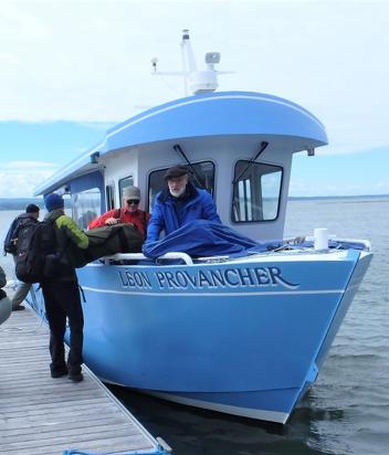Notre capitaine, Jean-Pierre Rioux en proue de notre bateau. Photo: Jean-Luc Desgranges