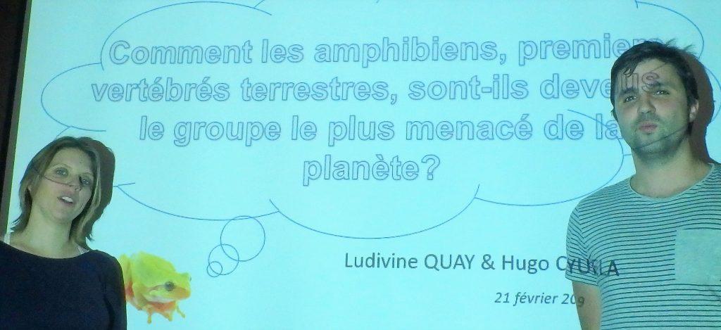 Ludivine Quay et Hugo Cayuela : duo de conférenciers sur la menace des amphibiens. Photo : Jean-Luc Desgranges.