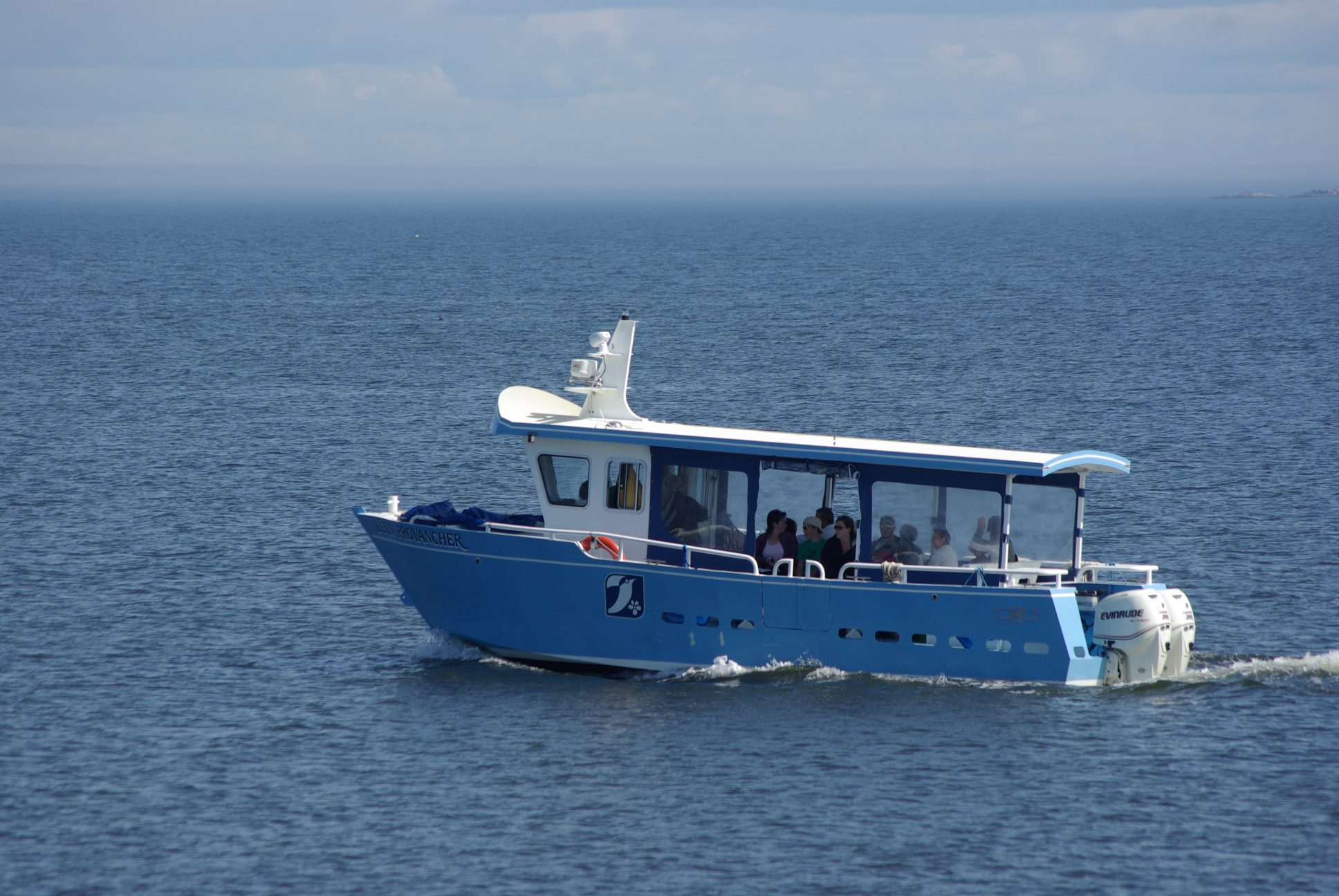 Visiteurs de l'île aux Basques à bord du Léon Provancher. Photo: Jean-Pierre Rioux