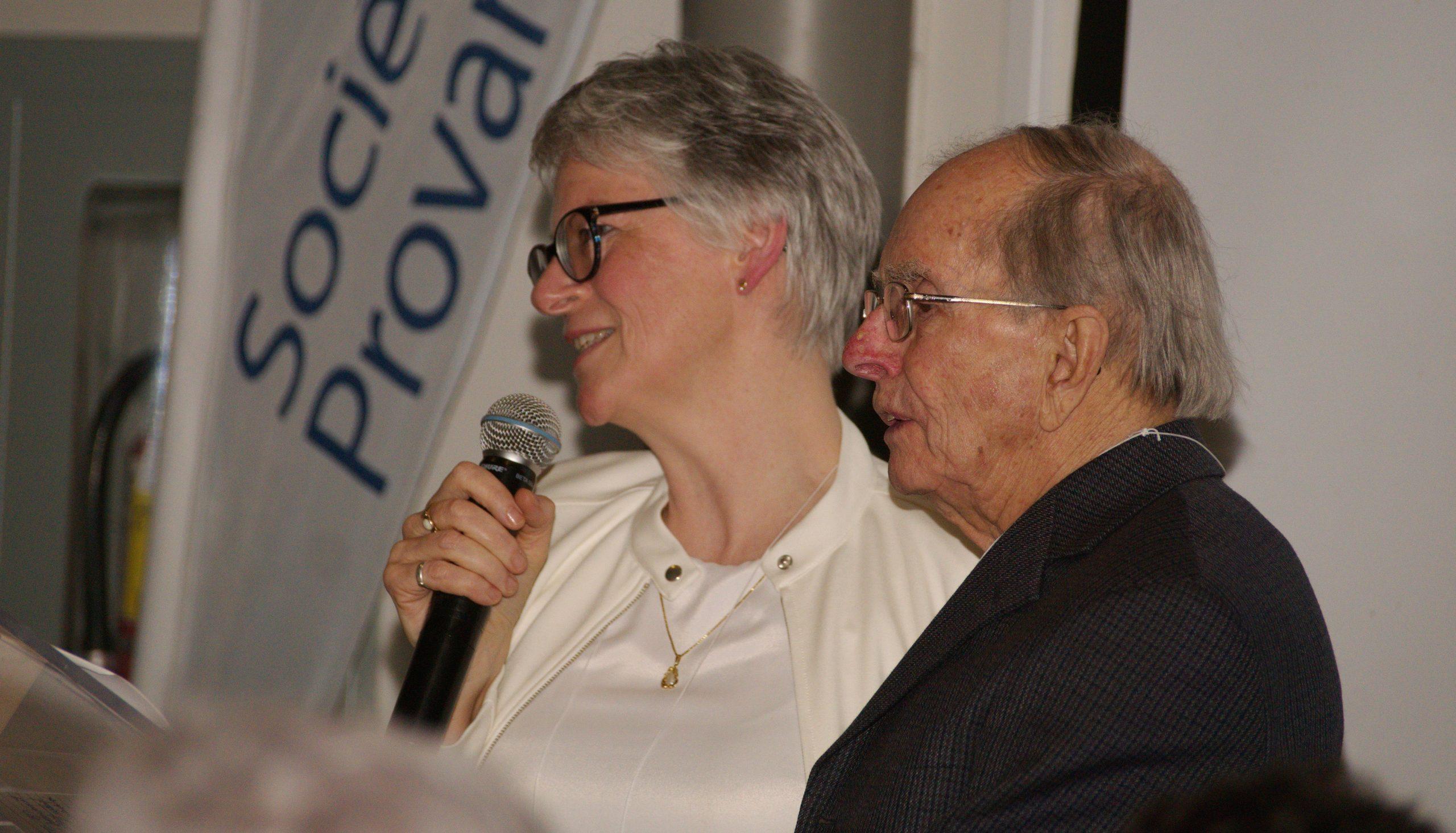 M. François Hamel était présent lors de la cérémonie d'ouverture du 100 anniversaire de la Société Provancher à l'Aquarium du Québec. Mme Élisabeth Bossert, alors vice-présidente, a présenté cet éminent membre aux participants. . Photo: Nicole Bruneau.