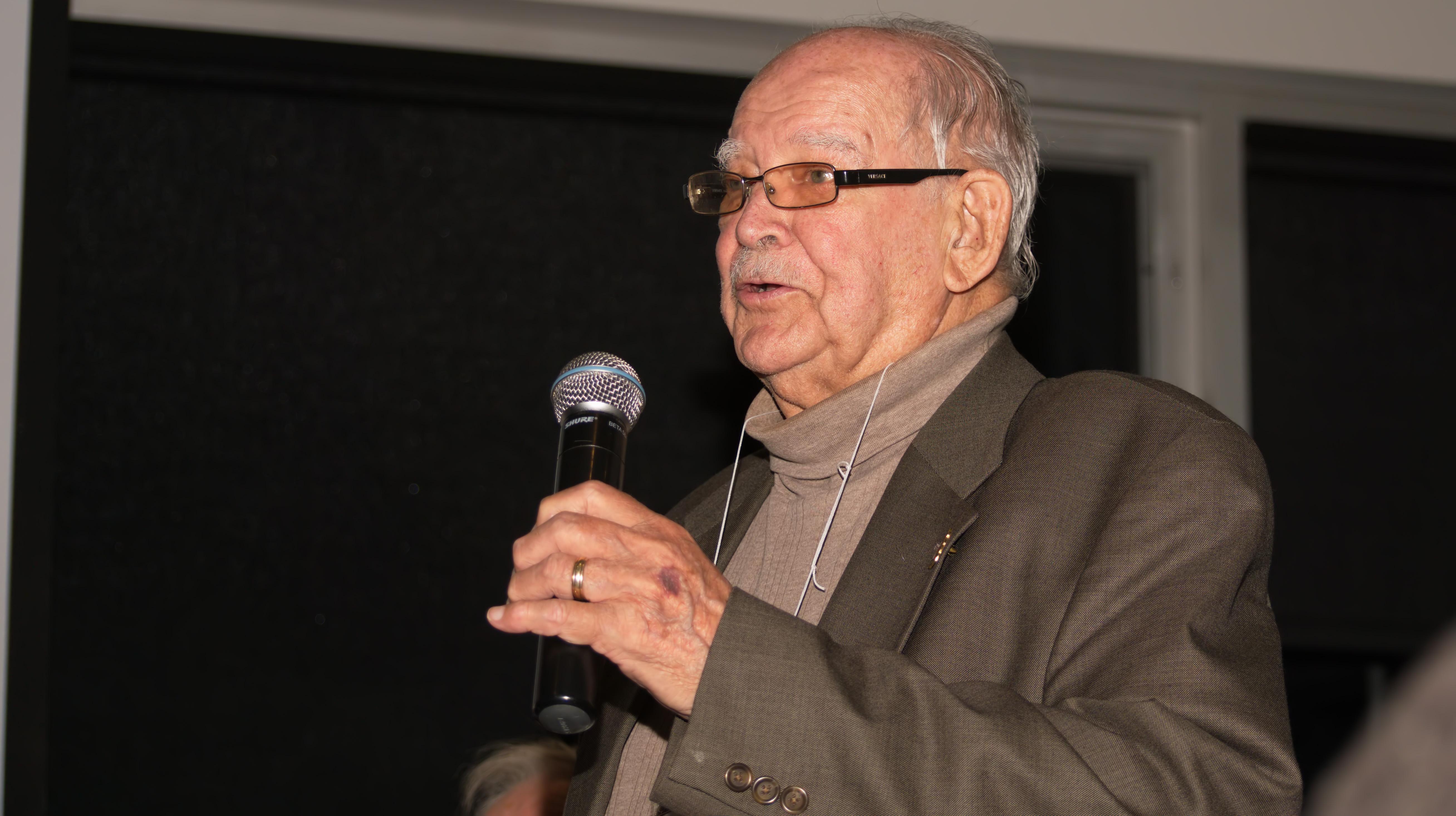 M. Jean-Claude Caron, bénévole de la Société Provancher depuis environ 60 ans, lors de son allocution. Photo: Nicole Bruneau.