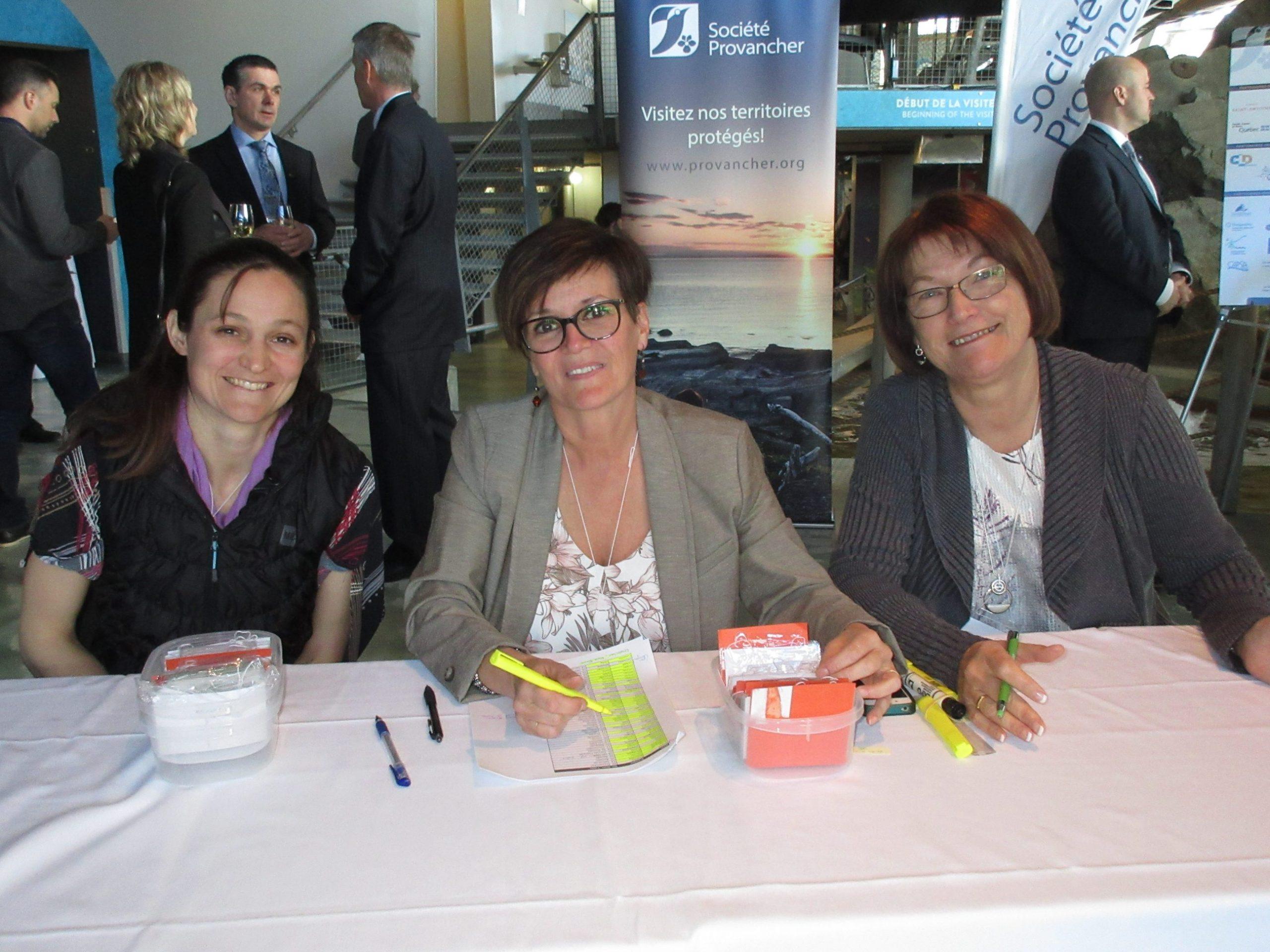 Les bénévoles responsables de l'inscription: Mmes Axelle Dudouet, Céline Filteau et Estelle Rondeau. Photo: Marianne Kugler
