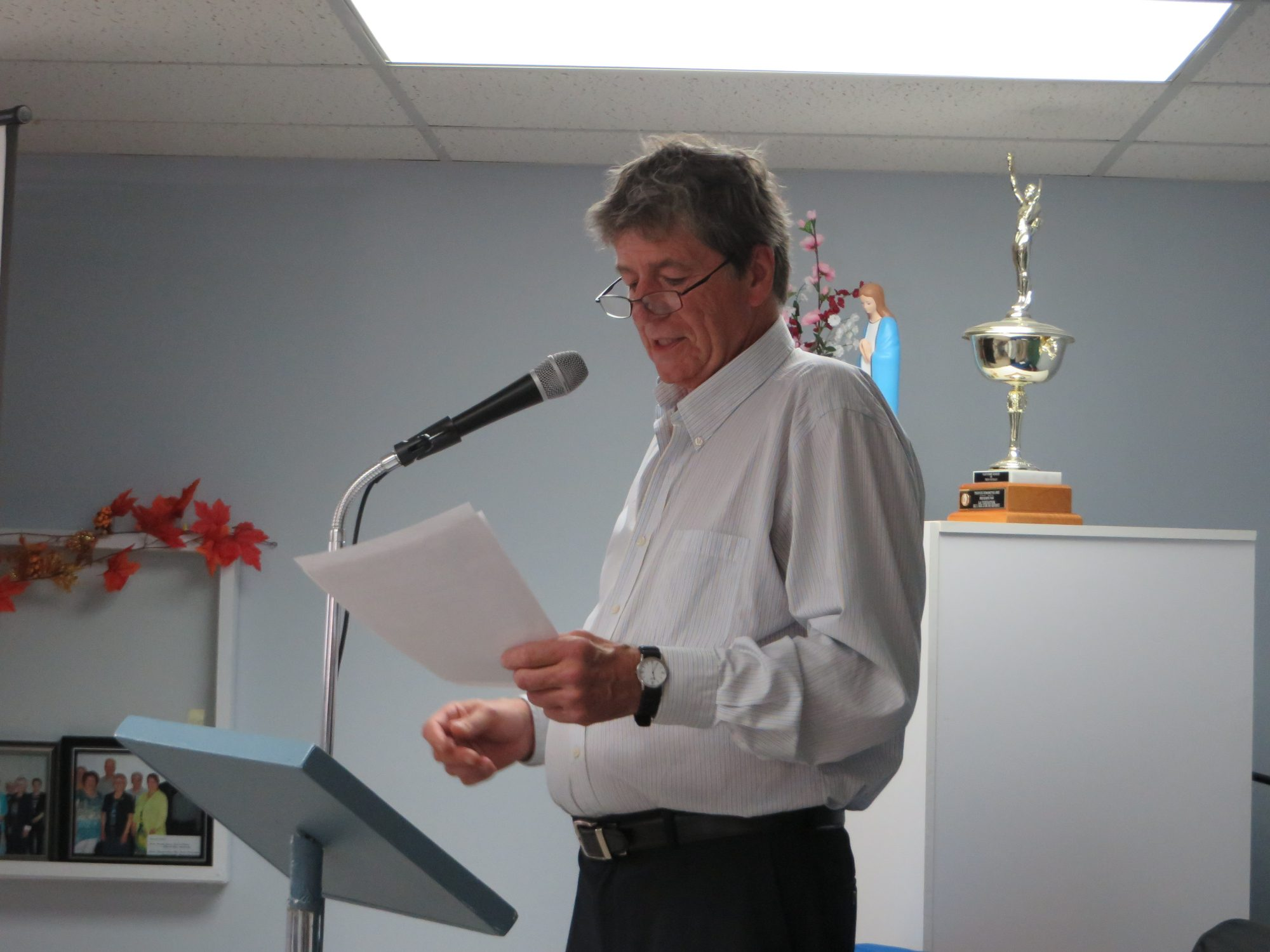 M. Daniel St-Onge, président de la Société Provancher, remercie les dignitaires, les participants et collaborateurs de l'événement. Photo: Réhaume Courtois