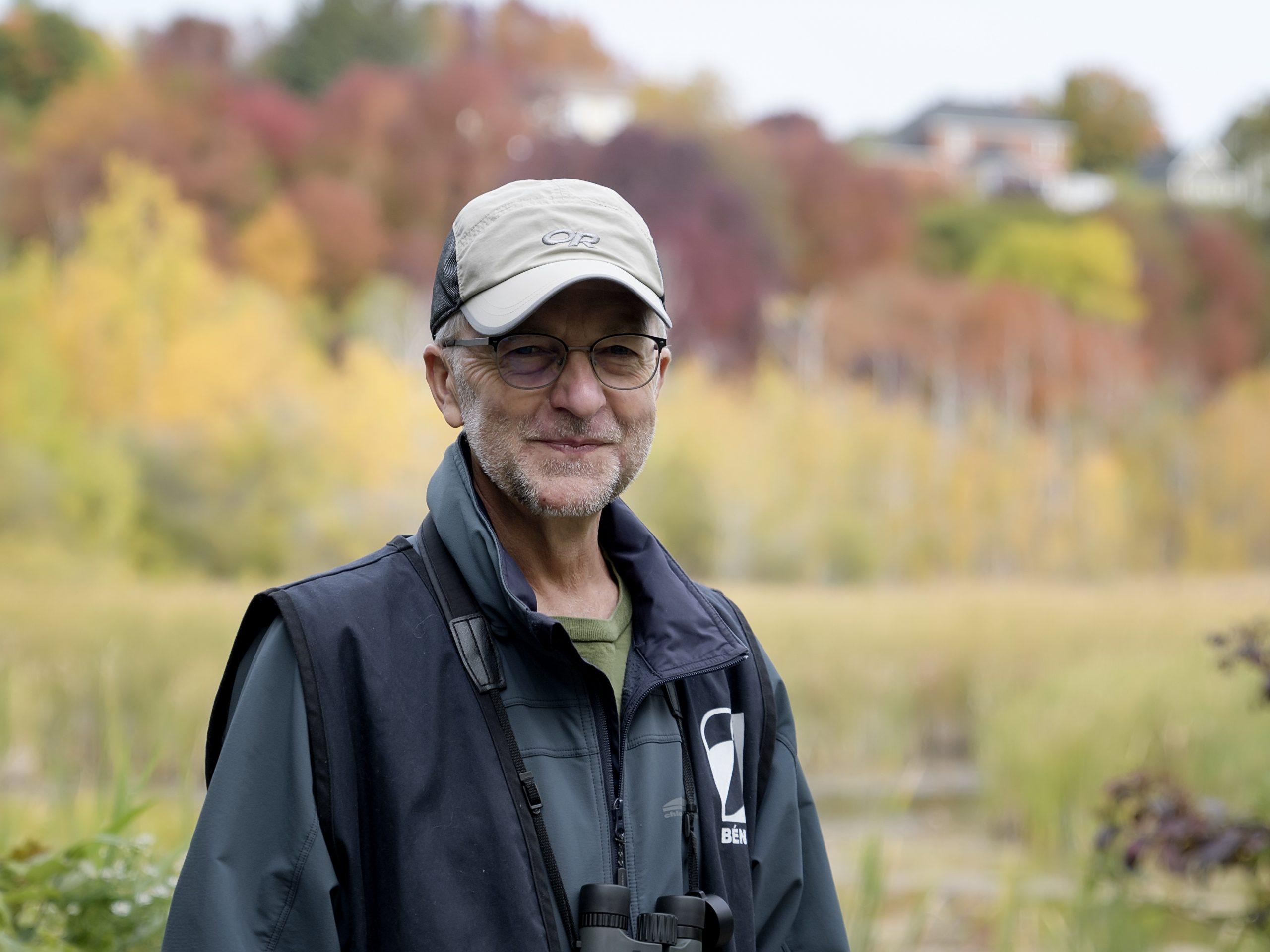 Marcel Darveau est membre du conseil d'administration de la Société Provancher. Il en est aussi le responsable des activités scientifiques. Il est également ornithologue à ses heures!