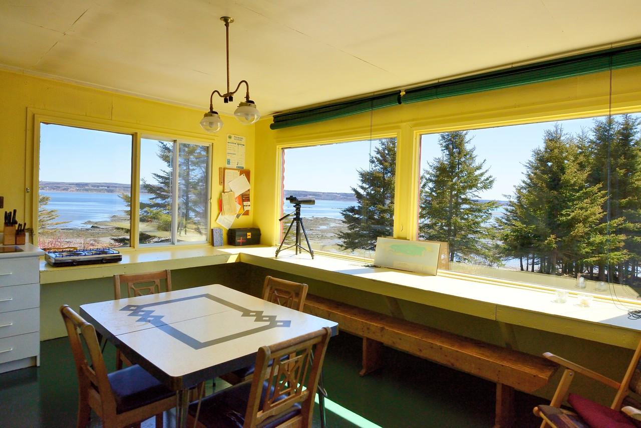 Le chalet Rex-Meredith situé à l'ouest de l'île aux Basques offre une vue des plus reposantes aux visiteurs. Photo : Yvan Bédard.
