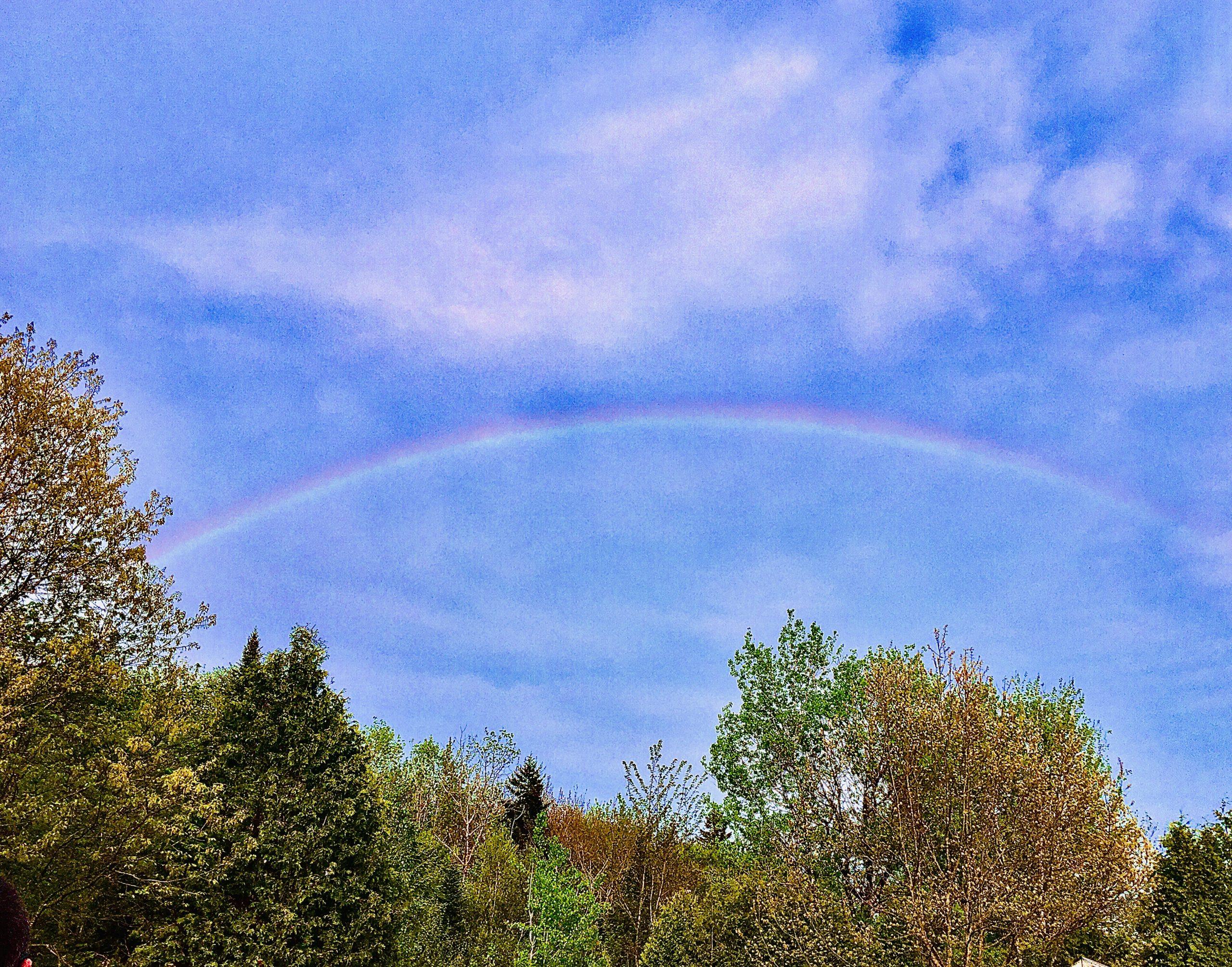 """Voici une photo de Sonia Lessard illustrant un arc-en-ciel à Neuville. Photo prise dans le cadre du concours """"photographes d'arcs-en-ciel"""" de la Société Provancher, 2020."""