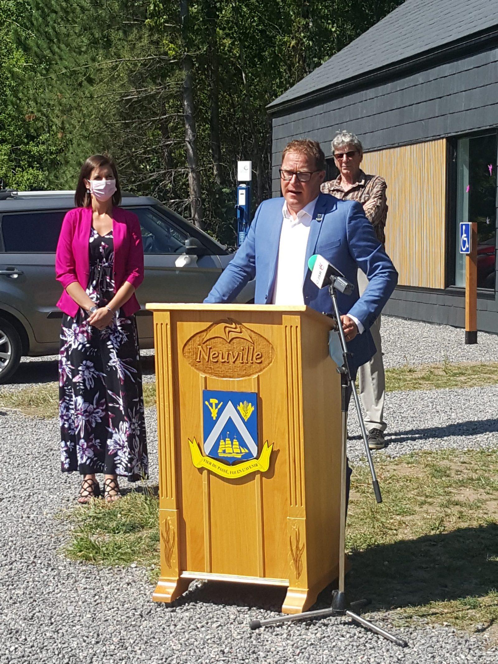 M. Bernard Gaudreault, maire de la ville de Neuville, s'est dit fier du nouvel équipement inauguré en ce jour du 18 août 2021.